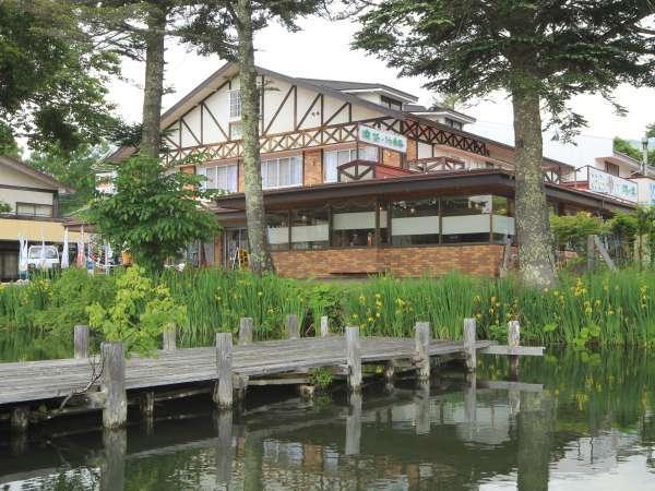 美しい蓼科湖の畔に佇む天然温泉の宿『湖の美』。温かなサービスでお客様をお待ちしております。