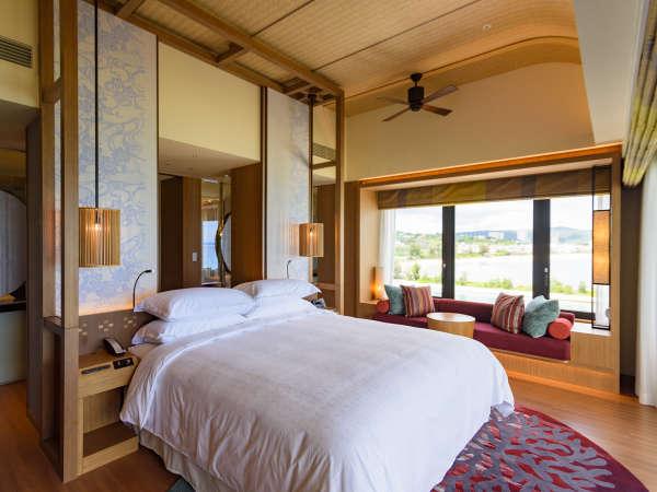 「サンセットスイート」リビングエリア(100平米)贅沢なひとときを極上の空間で