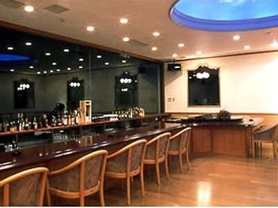 「クラブ九重」全面がガラス張りのオシャレな空間。