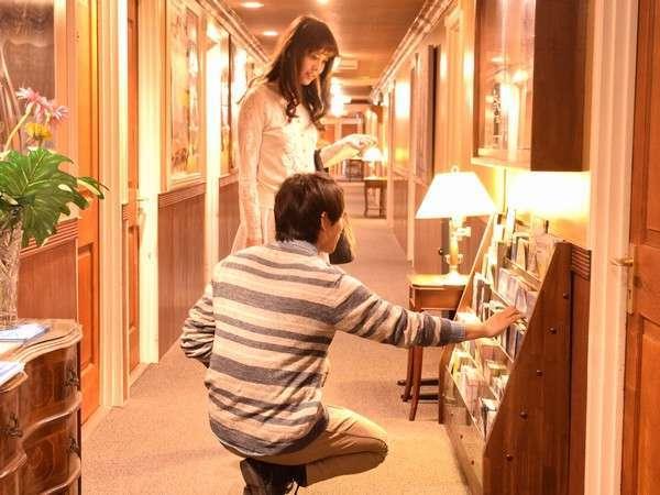 2階の廊下には鹿児島関連のパンフレット等を多数ご用意しております。ご自由にお持ちください。