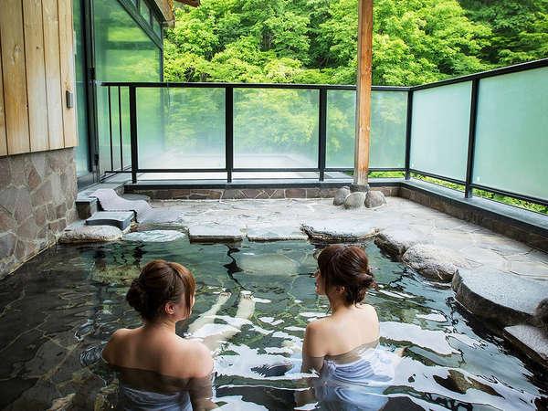 山水の湯女性露天風呂 新緑の景色をご堪能下さい!