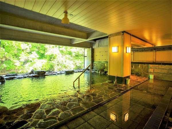 豊沢川に面した開放感のある半露天風呂「豊沢の湯」
