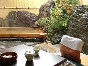 【お部屋】いつでも入れる極上の源泉かけ流し露天風呂!