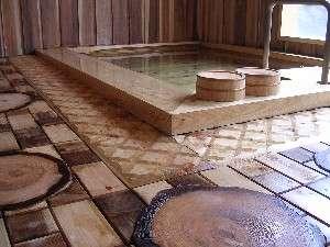 【大浴場・内湯】全て木造りのこだわり風呂!大浴場も貸切状態で使える場合も多いです♪