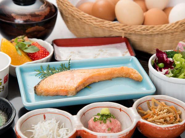 *ご朝食(一例)/生卵をたっぷりご用意しております