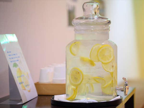 大浴場入り口にレモン水をご用意しております