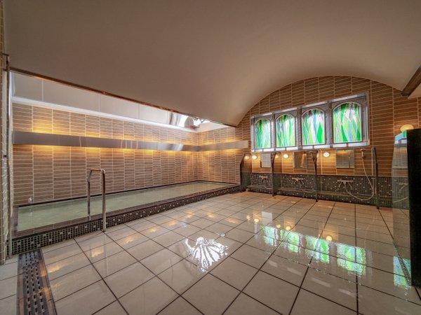 ◆女子浴場 「緑豊かな森」がテーマの女性大浴場は、グリーンを基調とした温かみのある佇まい。