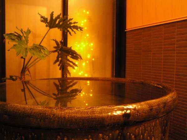 館内の美濃焼きのお風呂