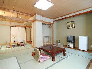 仕切りのある和室一例