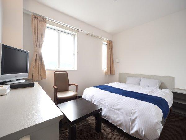 【ダブルルーム】18平米のお部屋にダブルベッドが1台入っております♪ダブルは全室最上階で抜群の眺望!