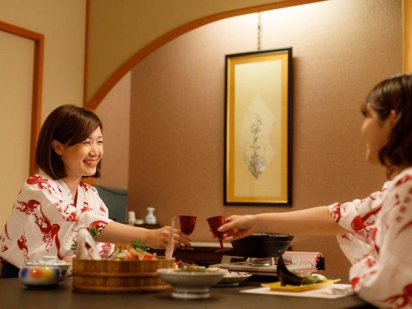 個室食事所「花ふぶき」。テーブル席、お座敷席、掘りごたつ席など様々。