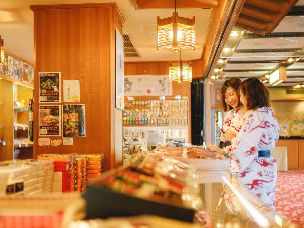 ゆっくり選びたい輪島塗は宿の売店がおすすめ♪お箸も各種取り揃えております。