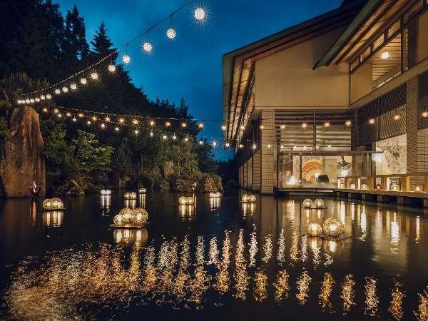 【津軽四季の水庭:夏】津軽びいどろのランプを設え、「弘前ねぷた祭り」の賑やかさを表現