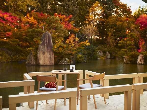 【津軽四季の水庭:秋】津軽塗のりんごや、鮮やかな紅葉を眺めながら贅沢な湯涼みを