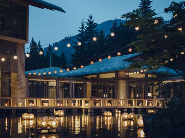 【津軽四季の水庭:夏】津軽びいどろの彩る空間で、湯涼みのひとときを