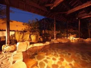 夕暮れの庭園露天風呂