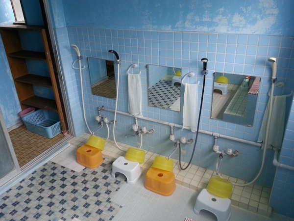 男性用お風呂。《24時間いつでもご利用頂けます》《ボディーソープ・シャンプー・リンス》あり。