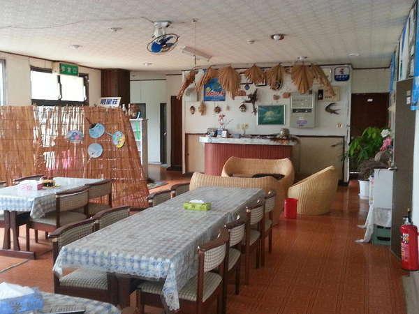 広々とした食堂とフロントロビー。みんなで楽しくわいわいがやがや過ごしましょう~♪