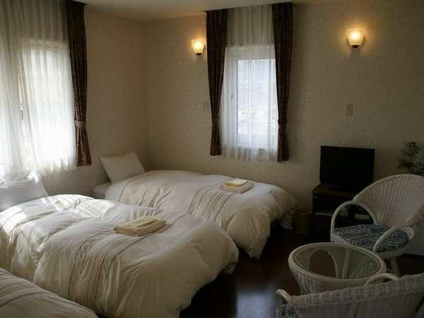 【Tripleroom】3名様部屋。海側の角部屋で眺望も良好。冷蔵庫有