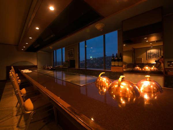 ■鉄板焼 ラ・ヴィーヌ:お客様の目の前でシェフが調理いたします