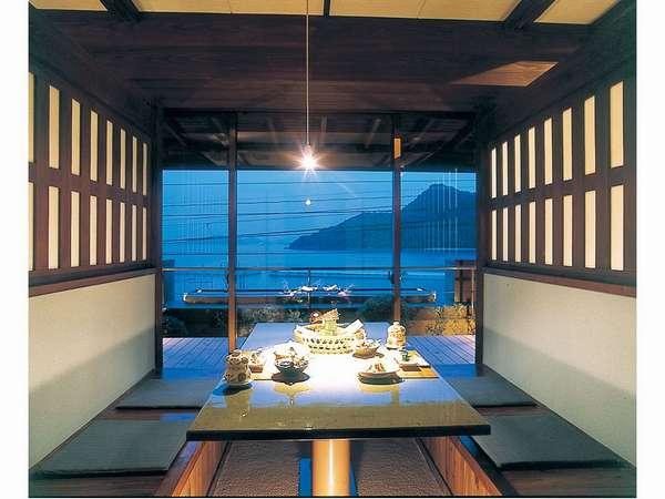 【食事処の個室】海をご覧頂きながらお食事出来る場所もあります。(海側個室:6名様)
