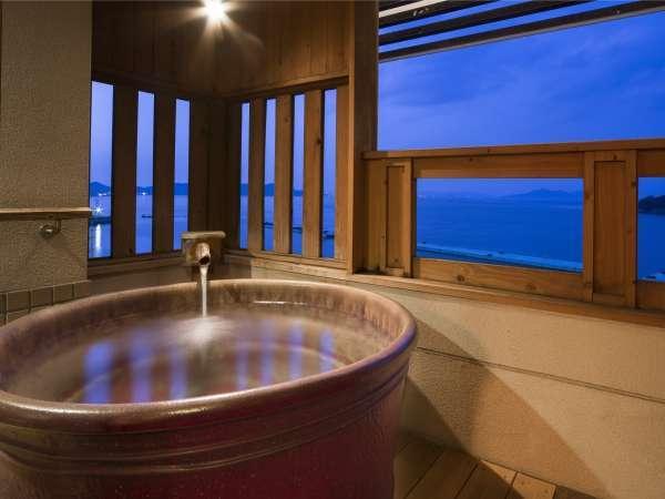 【本館露天風呂付き客室の陶器風呂】滞在中好きなだけ温泉を満喫!