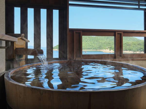 【本館‐露天風呂付客室】仙酔島を間近に望み、時間毎に変化する海の表情を楽しみながら贅沢な時間。
