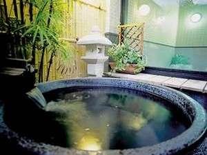 陶器の露天風呂:男湯信楽焼は荒い男子をイメージ。