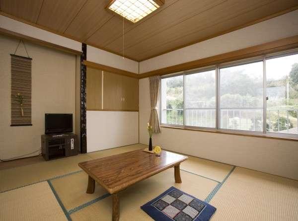 和室8畳(洗面台付トイレなし)一例 春には庭先でうぐいすの鳴き声が