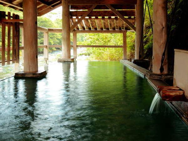 【河原の湯】 名取川を眼下に湯あみを愉しむ『秘湯処』 渓流のせせらぎ、深緑の香りが心を癒します