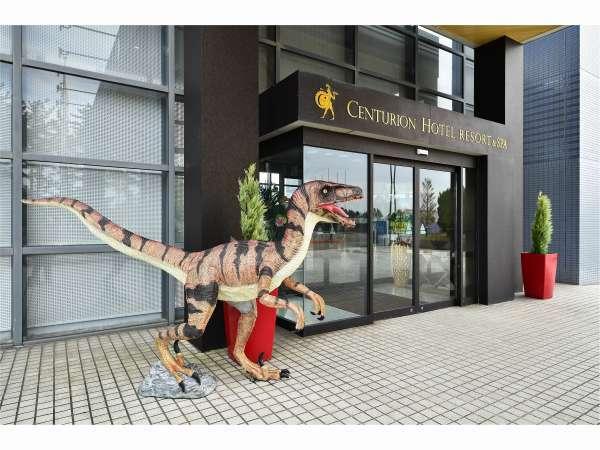 正面玄関にて恐竜がお出迎え♪