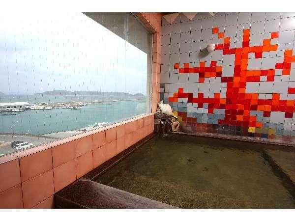 展望露天風呂(婦人用)お風呂からは加太の海が見渡せる