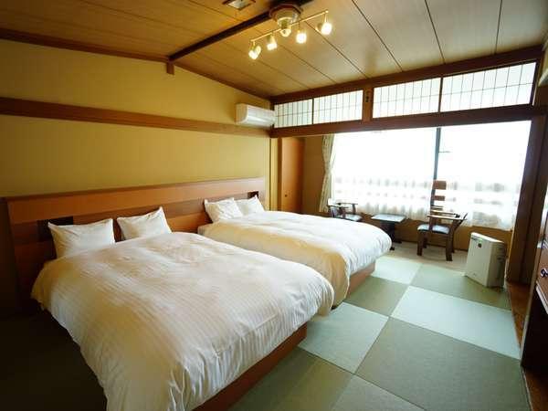 2台のダブルベッドを配置したベッド付き和室(10畳)+広縁のお部屋。