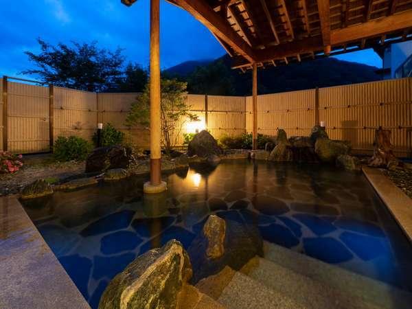 露天風呂から覗く美しい星空も魅力です。