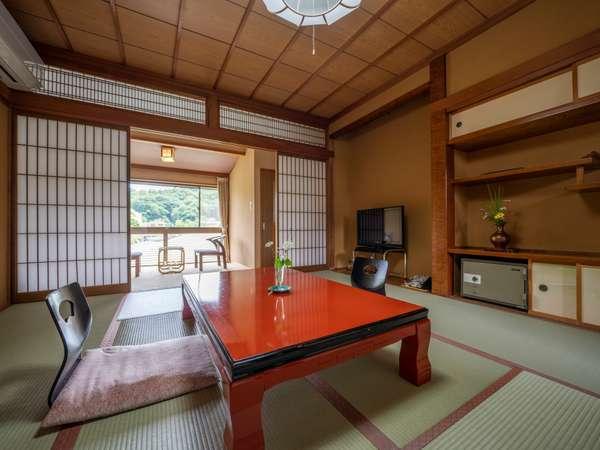 4名様までお泊りいただける8畳+広縁のお部屋。