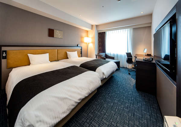 ◆スタンダードツイン◆広さ28平米にセミダブルサイズのベッドで広々ゆったりお寛ぎくださいませ。