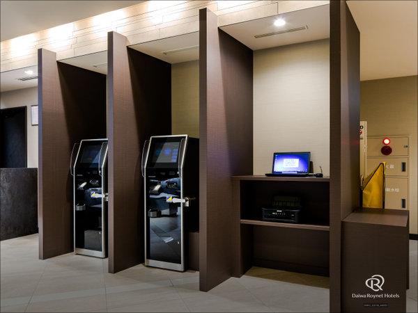 自動精算機(2階)ご精算はこちらで。鍵を通すだけでOK!※会員様はメンバーズカードも必要です。