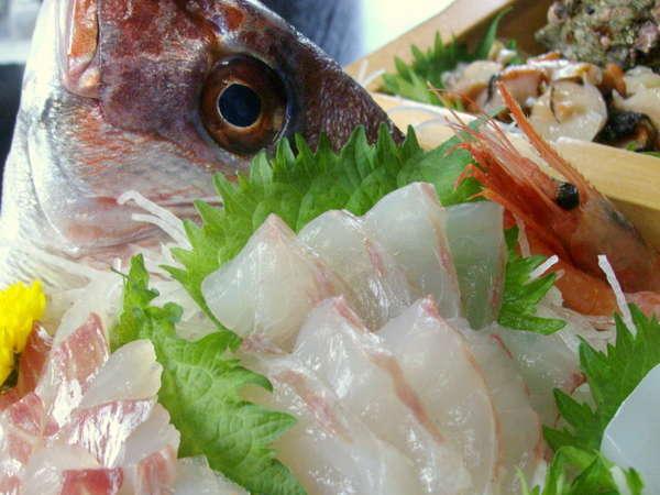 日本海屈指の漁場である富山湾の旬の魚を地元の民宿ならではの抜群の鮮度でご提供。