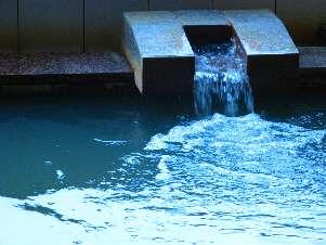 湧き出る温泉は体の芯まで温めてくれます