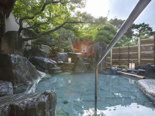 自家源泉掛け流しの天然温泉は24時間深夜も入浴可能(露天風呂のみ深夜から早朝はご入浴出来ません)