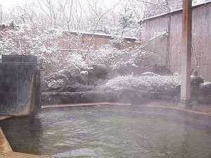 雪景色を眺めながらの露天風呂は格別!