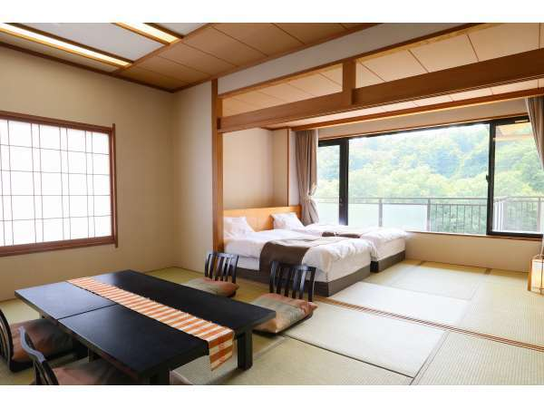 西館和室10畳+7.5畳 ツインベッド付き