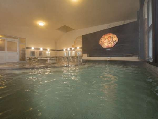 満天の風呂 ※2018年4月リニューアル源泉100%に近く、 少し熱めの温泉で体をしっかりと温めてくれます。