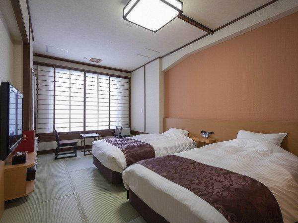 【西館】和ツイン[2019年7月リニューアル]シモンズ製のベッドを配したツインルーム。