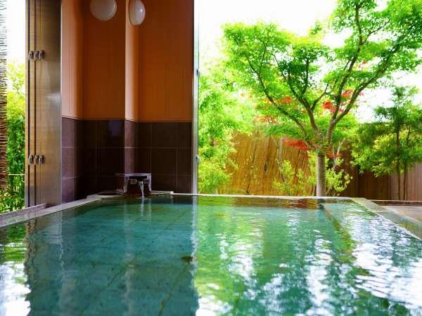 とろりとした良泉の温泉を心ゆくまで楽しめる/大浴場・女湯