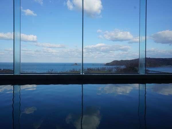 日本海を臨む絶景の大浴場