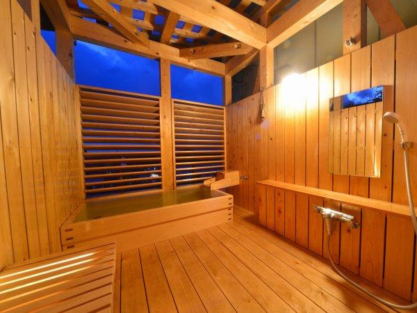 【貸切露天風呂 帆風】檜造りの露天風呂。心も体も癒されます。完全予約制・45分1080円