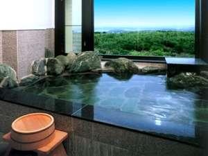 標準和室の客室風呂(展望温泉岩風呂)
