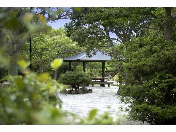 【旅亭 彩月庵】静かなたたずまいの中、四季の彩りを感じさせる隠れ家の宿