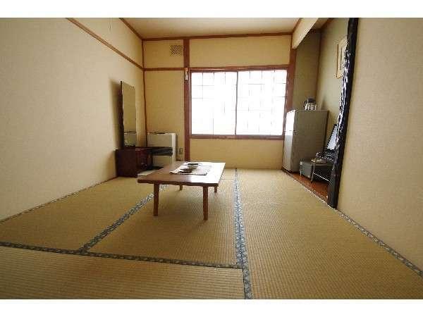 せせらぎの和室 2名様用のお部屋です。登別川水系千歳川のせせらぎが心地いいお部屋です